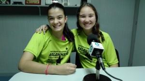 Aurea Pino, a l'esquerra, i Carla Canalejas, a la dreta, a l'estudi de Ràdio la Llagosta.