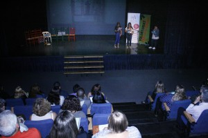 Un moment de l'acte de cloenda dels cursos de català.