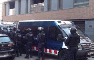 Els Mossos d'Esquadra han desallotjat aquest matí el bloc de pisos del carrer de Sant Francesc