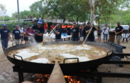 La pluja no evita que es faci la paella popular de la Murga