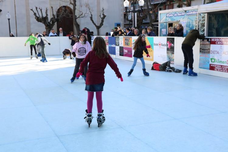 Més de 2.000 persones han passat per la pista de gel de la Llagosta