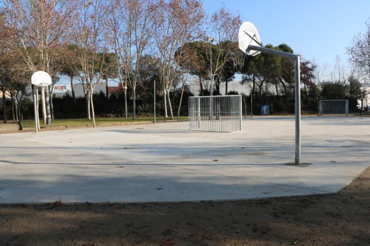 Ja es pot fer servir la nova pista multiesportiva del Parc Popular