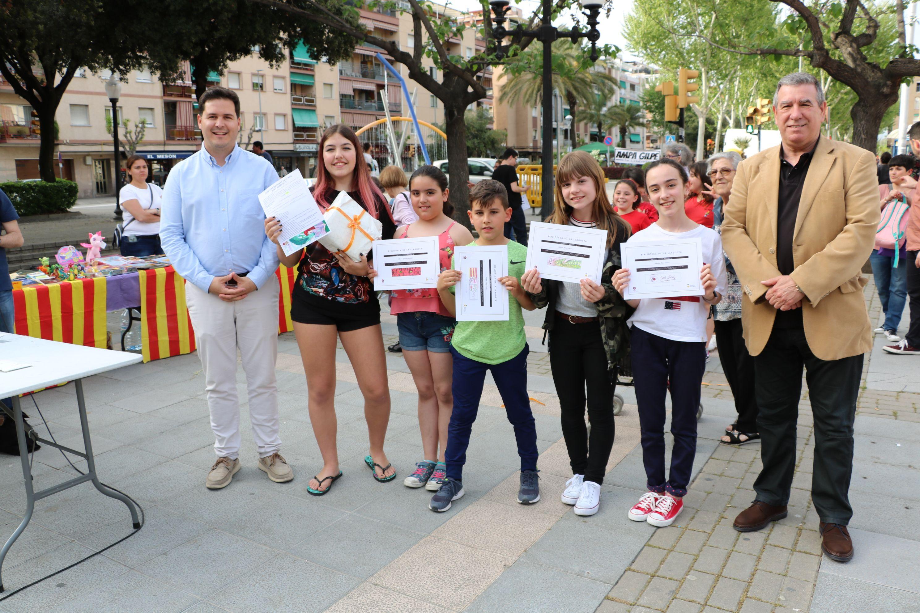 La Biblioteca de la Llagosta lliura els diplomes als guanyadors del Concurs de punts de llibre per Sant Jordi