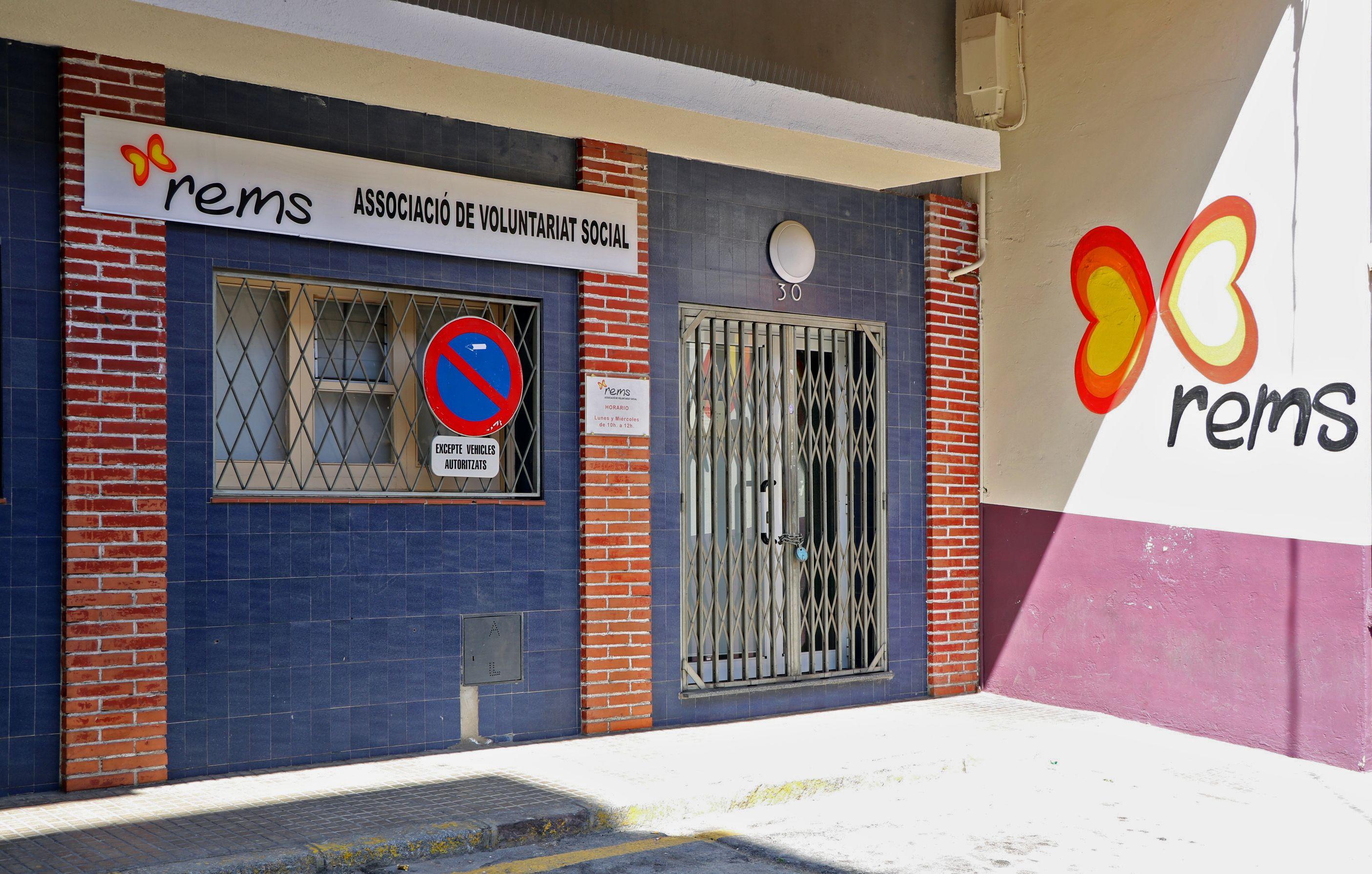 El PSC de la Llagosta lliura a Rems la recaptació de la 6a Festa de la Rosa