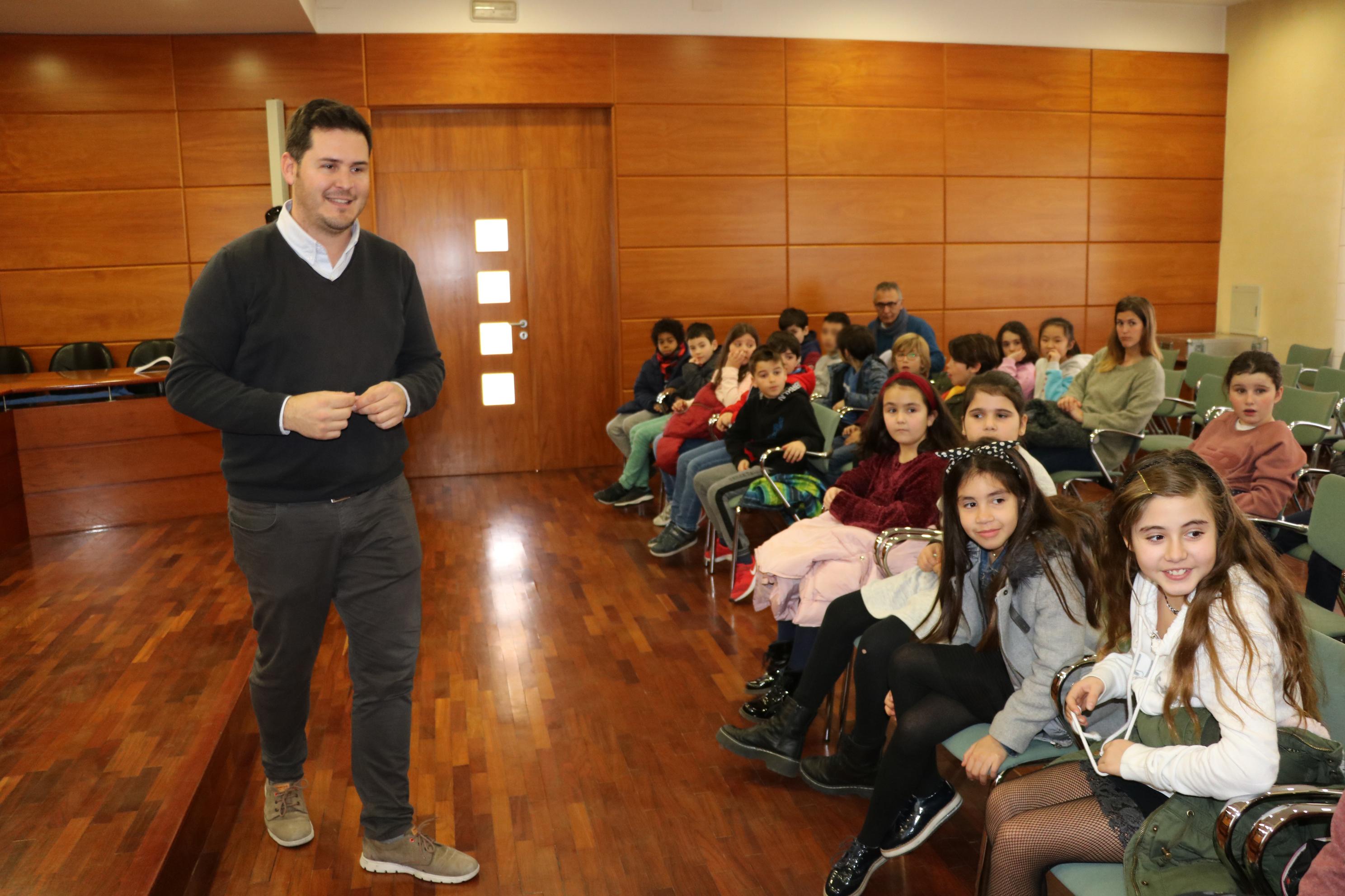 Els estudiants de quart de l'Escola concertada Gilpe han visitat avui l'Ajuntament