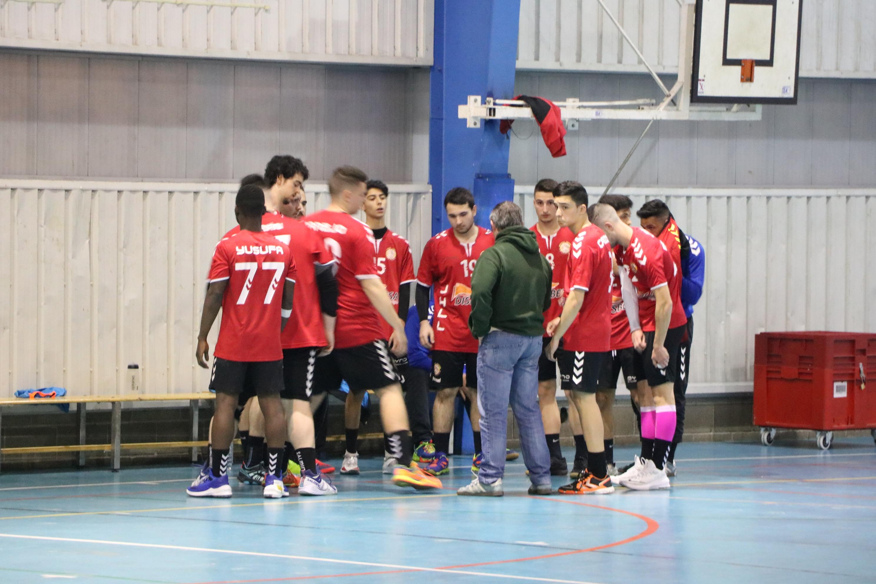 El Joventut Handbol guanya el partit d'anada de la primera ronda de la promoció d'ascens contra el Fornells (28-27)
