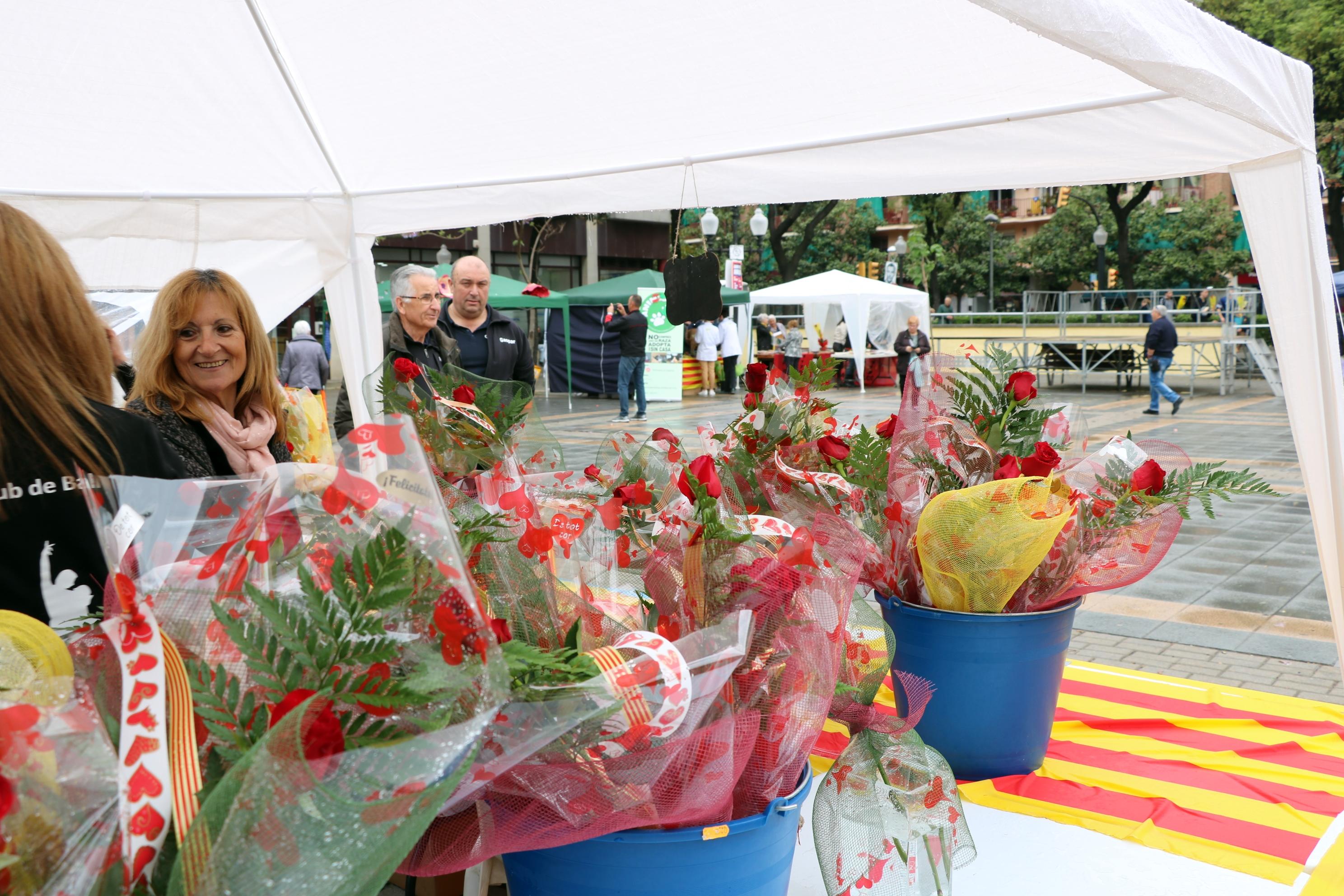 La Llagosta celebra Sant Jordi amb parades a la plaça d'Antoni Baqué