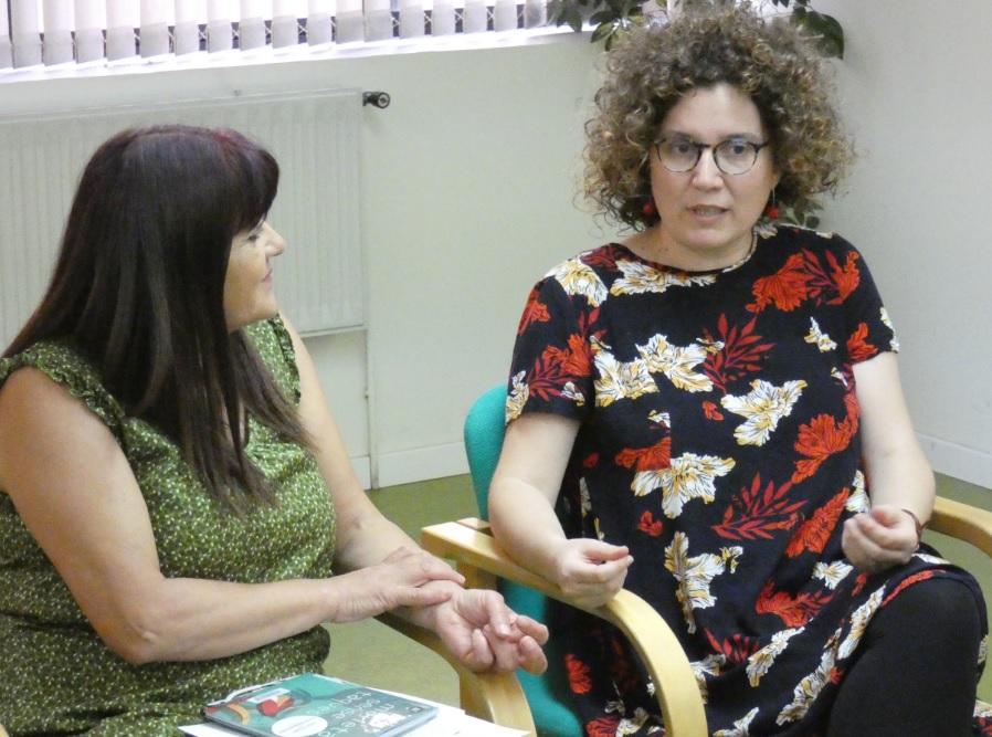 L'escriptora Tina Vallès conversa sobre 'La memòria de l'arbre' amb el Club de lectura de la Biblioteca