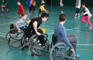 Alumnes de l'Escola Les Planes participen una jornada d'esport inclusiu