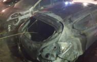 Els Mossos d'Esquadra investiguen l'incendi de tres cotxes a la Llagosta