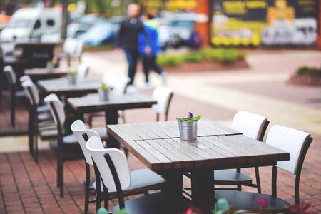 L'Ajuntament facilita la instal·lació o ampliació de terrasses dels bars