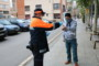 L'Ajuntament reparteix mascaretes per al transport públic