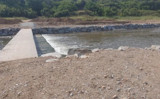Es repara l'escullera estructural de protecció de la passera del riu Besòs